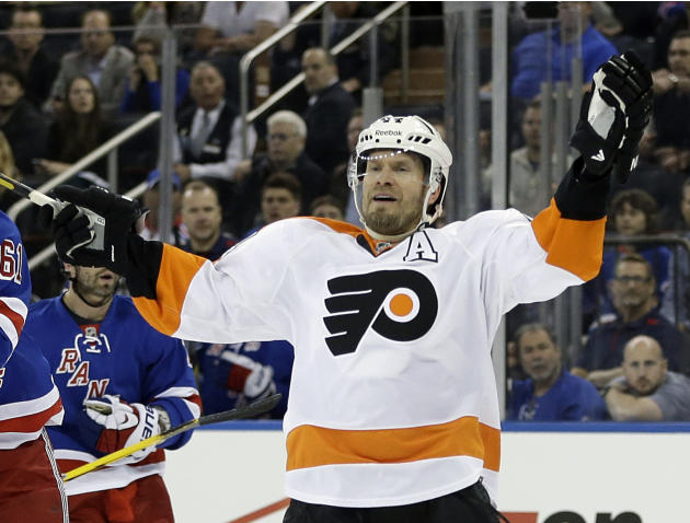 Blackhawks acquire D Timonen from Flyers