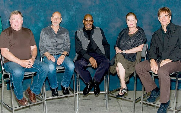 All 5 'Star Trek' Captains Unite For First Time At Philadelphia Comic Con