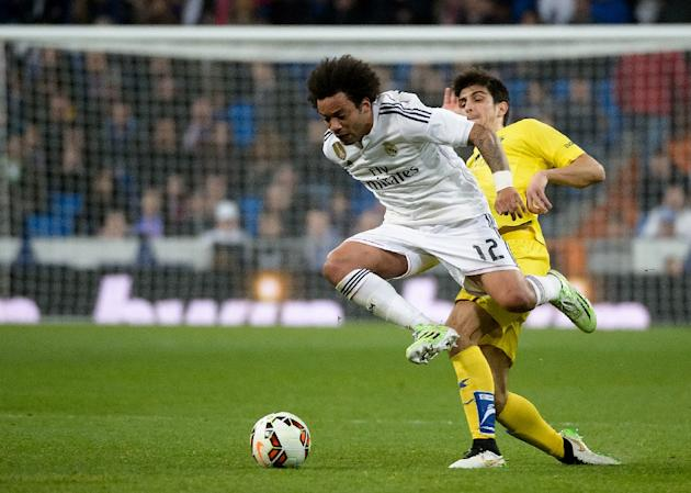 Real Madrid's defender Marcelo (L) vies with Villarreal's defender Jose Antonio Dorado during the Spanish league football match in Madrid on March 1, 2015