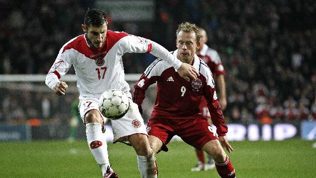 Malta's Ryan Fenech, left, and Denmark's Michael Krohn-Dehli, in action during Denmark against Malta in a Group B, 2014 World Cup qualifying soccer match played in Parken, Copenhagen, on Tuesday, Oct. 15, 2013. (AP Photo / POLFOTO, Jens Dresling)