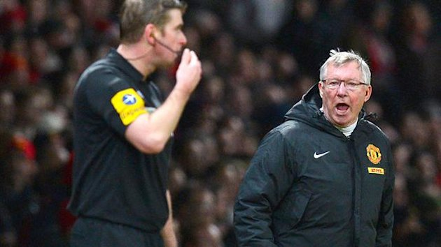 Alex Ferguson shouts at linesman Jake Collin (AFP)