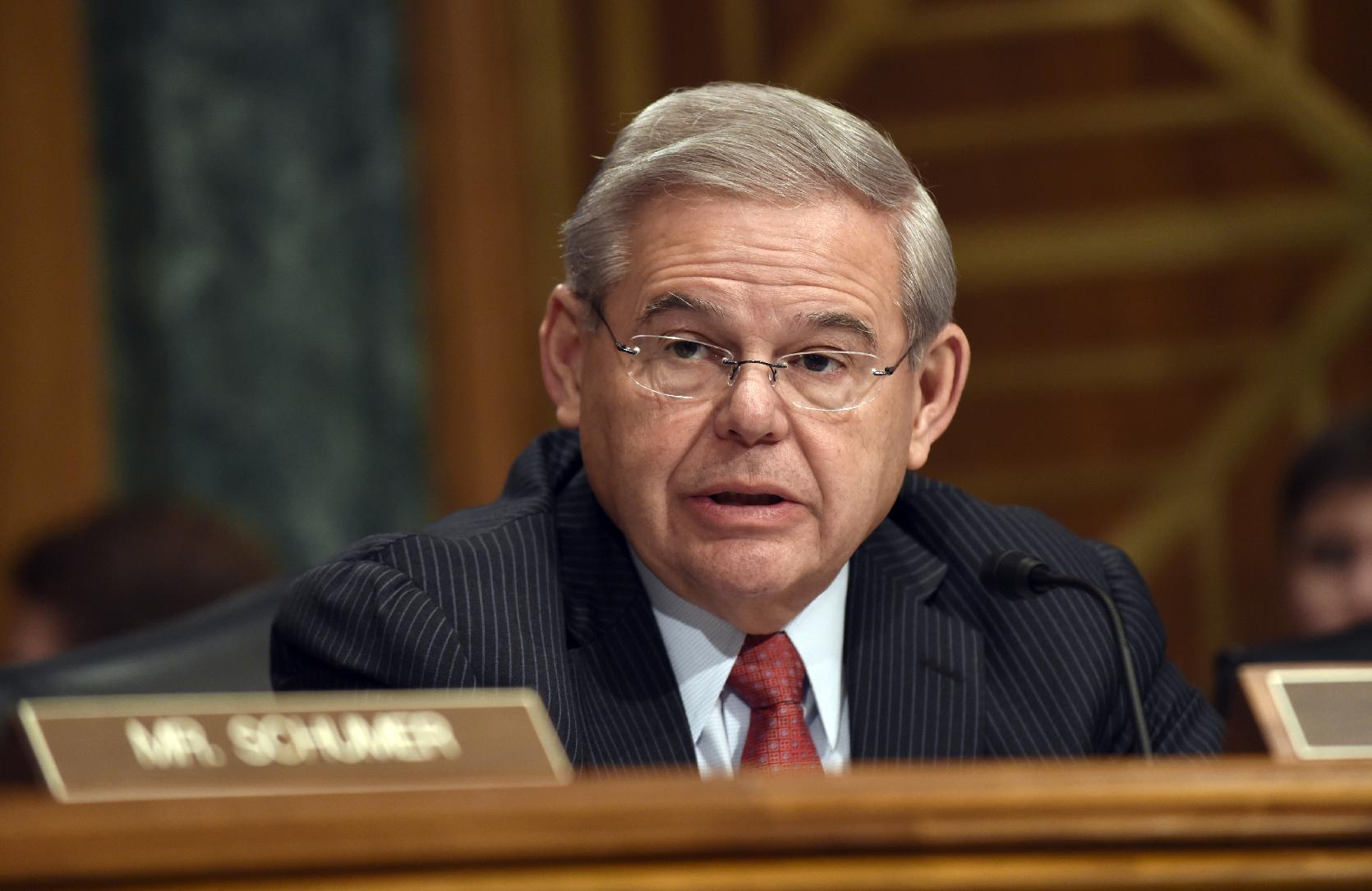 Senate panel approves Iran sanctions bill