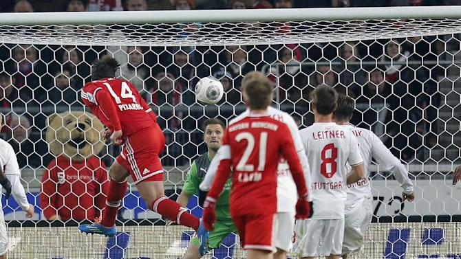 Bayern's Claudio Pizarro of Peru, left, scores his side's equalizing goal during a German first soccer division Bundesliga match between VfB Stuttgart and FC Bayern Munich in Stuttgart, Germany, Wednesday, Jan. 29, 2014