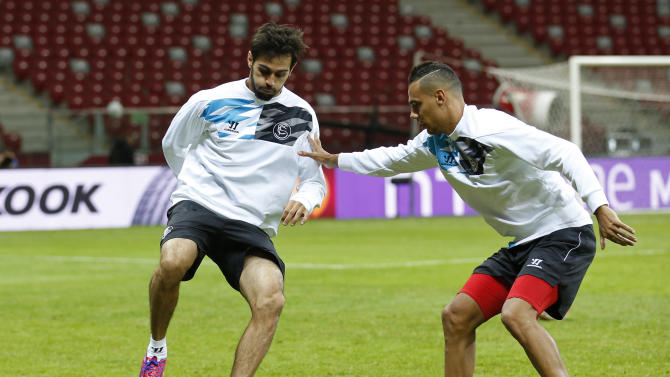 Football: Sevilla's Timothee Kolodziejczak (R) and Alejandro Arribas during training