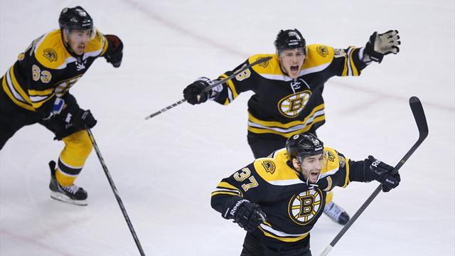 Ice Hockey - Bruins leave it late, Rangers canter to win