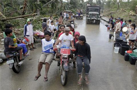 Thousands homeless after Philippines typhoon