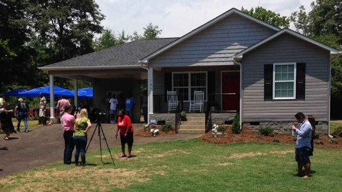 Carolina School Custodian Who Lost Home in Fire Gets New House Thanks ...