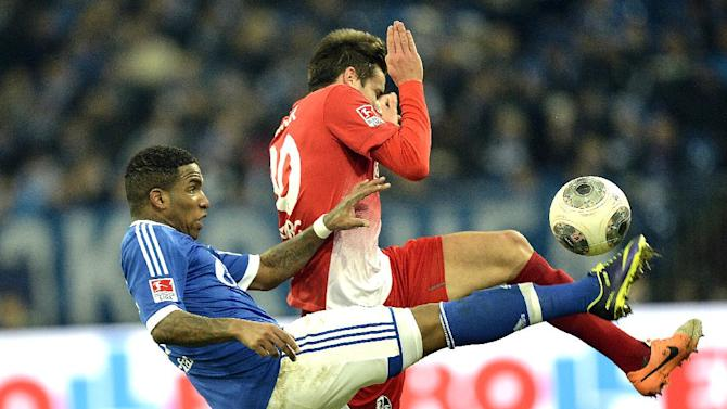 Schalke's Jefferson Farfan, left, and Freiburg's Christian Guenter challenge for the ball during the German Bundesliga soccer match between FC Schalke 04 and SC Freiburg in Gelsenkirchen, Germany, Sunday, Dec. 15, 2013
