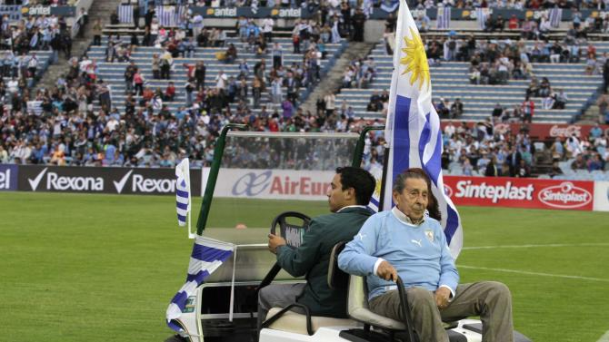 Former Uruguayan soccer player Alcides Ghiggia is transported into the pitch before the World Cup qualifying playoff second leg soccer match between Jordan and Uruguay in Montevideo