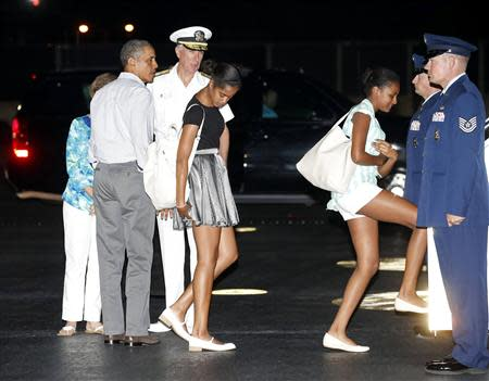 U.S. President Barack Obama (2nd L) and his daughters Malia (C) and Sasha (3rd R) board Air Force One upon their departure from Honolulu to return to Washington after a two-week vacation in Hawaii January 4, 2014. REUTERS/Kevin Lamarque