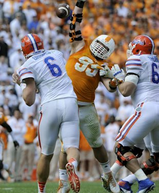 Tennessee defensive lineman Danny O'Brien (95) pressures Florida quarterback Jeff Driskel (6) in an NCAA college football game at Neyland Stadium, Saturday, Oct. 4, 2014, in Knoxville, Tenn. (AP Photo/Knoxville News Sentinel, Michael Patrick)