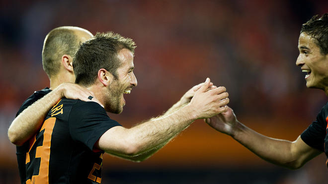 Netherlands' Rafael Van Der Vaart (L) Celebrates The Scoring Of A Goal With Slovakia's Ibrahim Afellay (R)   ROBIN  AFP/Getty Images