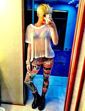 """NEW PIC: Miley Cyrus Wears """"Crazy"""" Tight Pants, Flashes Bra and Shows off Haircut"""