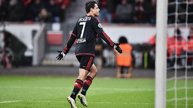 Chicharito scores, taken off injured for Leverkusen