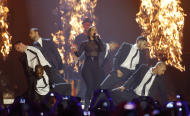 US singer Alicia Keys performs during the 2012 MTV European Music Awards show at the Festhalle in Frankfurt, central Germany, Sunday, Nov. 11, 2012. (AP Photo/Michael Probst)