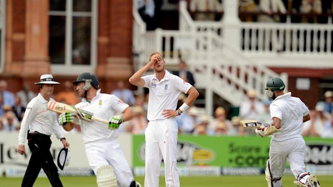 England endured a frustrating morning at Lord's