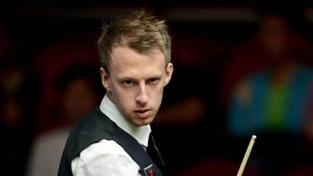 Snooker - Trump and Robertson storm through in China
