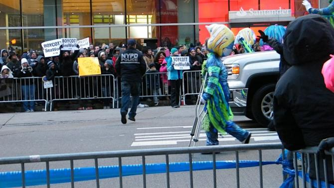 Protester, 12, Targets SeaWorld Float in Macy's Thanksgiving Day Parade
