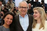 """British actresses Siobhan Reilly and Jasmin Riggins (L) pose with British director Ken Loach during the photocall of """"The Angel's Share"""" presented in competion at the 65th Cannes film festival"""