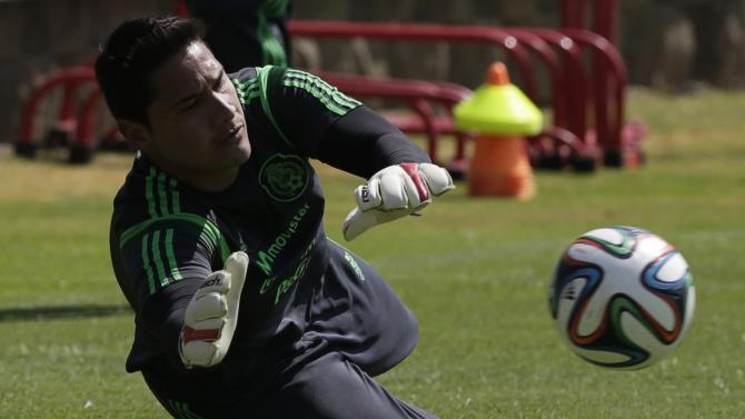 Mexico goalkeeper Moises Munoz makes a save during a practice session in Mexico City