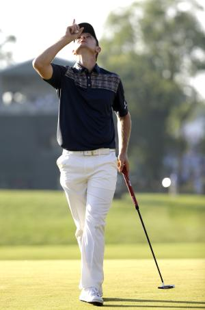 Justin Rose, of England, reacts after a putt on the 18th hole during the fourth round of the U.S. Open golf tournament at Merion Golf Club, Sunday, June 16, 2013, in Ardmore, Pa. (AP Photo/Morry Gash)