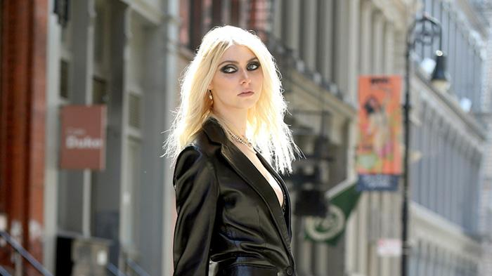 Taylor Momsen flaunts her long legs while filming for a provocative music video in New York