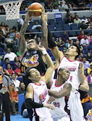 JR Quinahan grabs the rebound. (PBA Images)