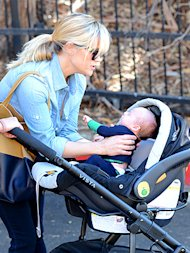 Reese y su bebito via People
