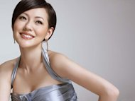 Dee Hsu celebrates child's first month