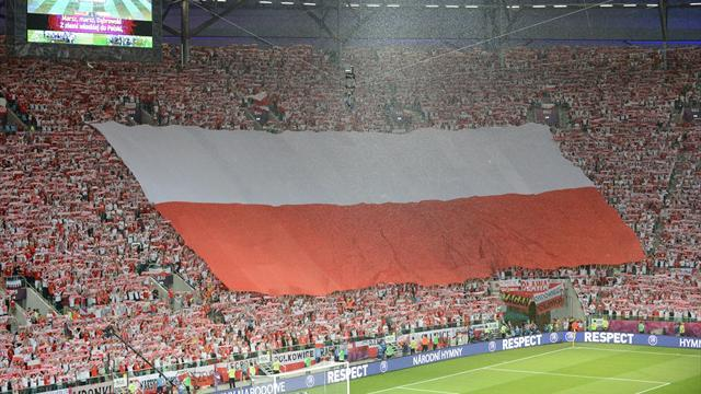 World Cup - England give Poland 10,000 extra tickets for crucial clash