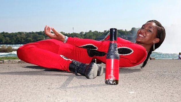 Limbo queen Shemika Charles shimmies under a car, and it's pretty darn impressive:http://yhoo.it/1elep5H