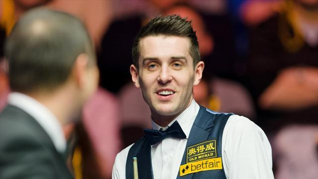 Snooker - Selby resists Davis comeback to progress at Masters