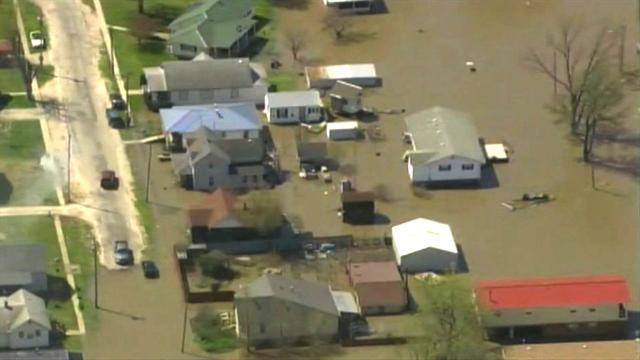 Watch: Mississippi River floods Mo. town