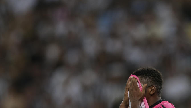 Jonathan Gonzalez of Ecuador's Independiente del Valle reacts after missing a chance to score against Brazil's Botafogo during a Copa Libertadores soccer match in Rio de Janeiro, Brazil, Tuesday, March 18, 2014