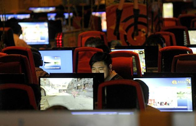 People are seen surfing the Internet at a cybercafe. Singapore's feisty online community has reacted angrily to an announcement that news websites including one operated by Yahoo! will have to obtain licences subjecting them to rules governing traditional media