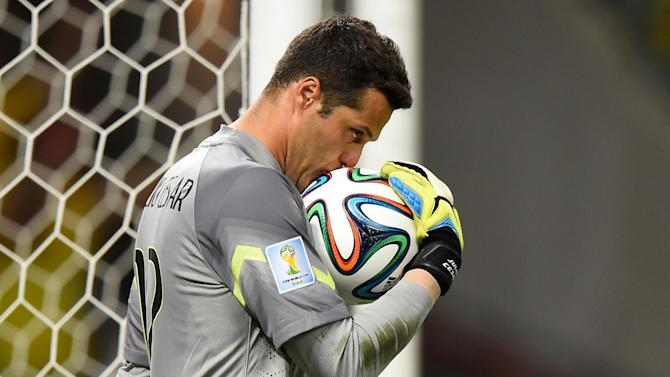 Football - Julio Cesar signs for Benfica after QPR release