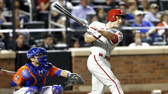 Phillies beat Mets 6-0 behind Hamels, Utley