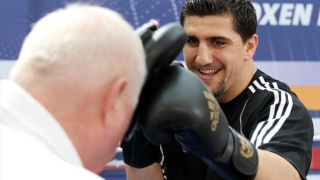 Boxing - Huck issues warning to Afolabi