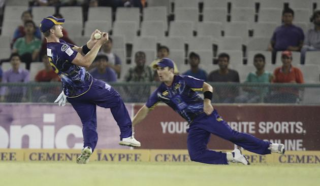 Otago players tries to take a catch during the Champions League Twenty20 between Sunrisers Hyderabad and Otago at Mohali stadium, Chandigarh on Sept. 20, 2013. (Photo: IANS)