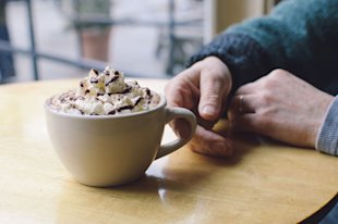 A new study suggests that drinking hot cocoa may prevent dementia.