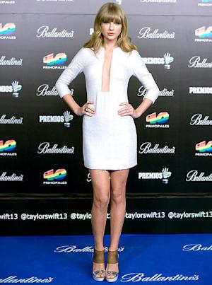 """Taylor Swift Looks Sexy in Plunging White Dress, Says She """"Just Wants to Be Alone"""""""