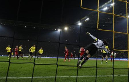 Bayern Munich's Goetze scores against Borussia Dortmund's goalkeeper Weidenfeller during their German first division Bundesliga soccer match in Dortmund