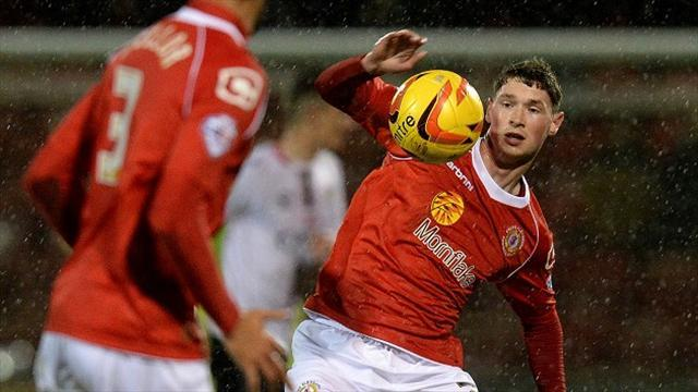 League One - Evans extends Crewe stay