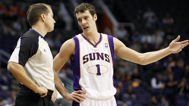 Basketball - Suns deal Mavericks play-off blow