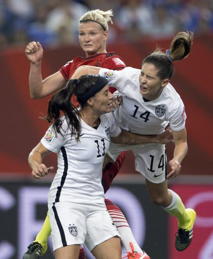 Collision again raises issue of concussions in World Cup