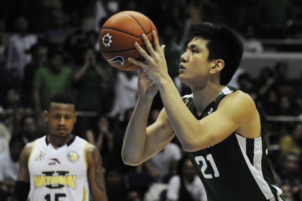 DLSU's Jeron Teng prepares to take a free throw as NU's Bobby Ray Parks looks on. Both scored 35 points. (Angela Galia/NPPA Images)