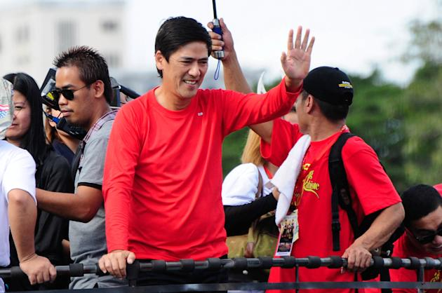 "Vic Sotto waves to the crowd while riding the float of his MMFF 2012 entry ""Si Agimat, Si Enteng Kabisote at Si Ako"" during the 2012 Metro Manila Film Festival Parade of Stars on 23 December 2012. (Angela Galia/NPPA Images)"