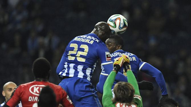 FC Porto's Eliaquim Mangala, centre left, from France scores the opening goal past Olhanense's goalkeeper Vid Belec, from Slovenia, in a Portuguese League soccer match at the Dragao Stadium in Porto, Portugal, Friday, Dec. 20, 2013