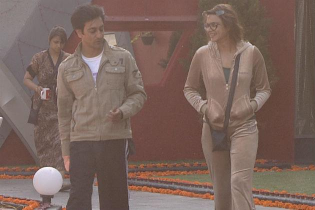 Bigg Boss 6: Niketan abuses Rajeev