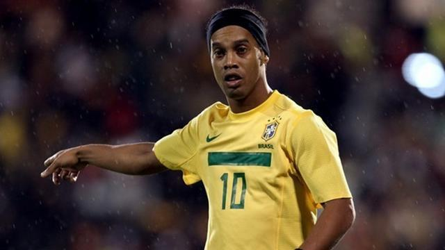 World Cup - Ronaldinho, Julio Cesar recalled by Brazil coach Scolari